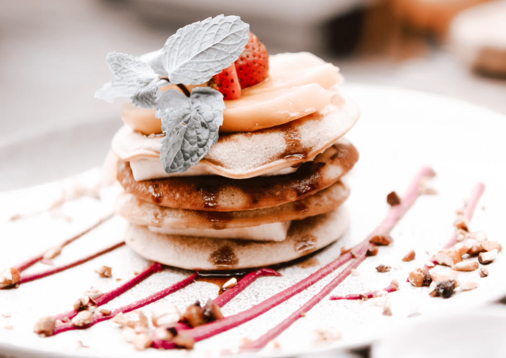Mehrere Pancakes auf einem Teller